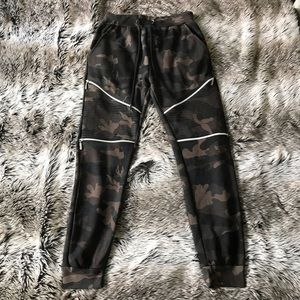CAMO JOGGERS WITH ZIPPER DETAIL